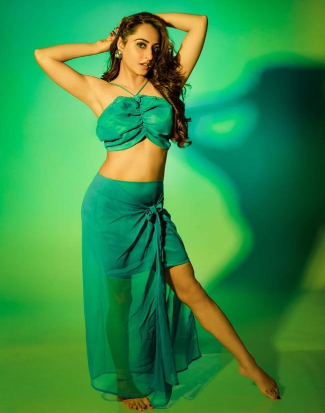 Niyati Fatnani Looks Her Sexiest Best in Green Outfit