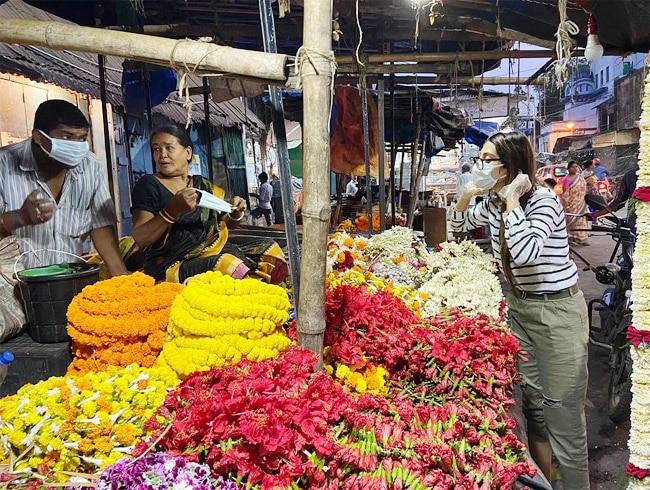 Nusrat Jahan Lends Help to The Poor