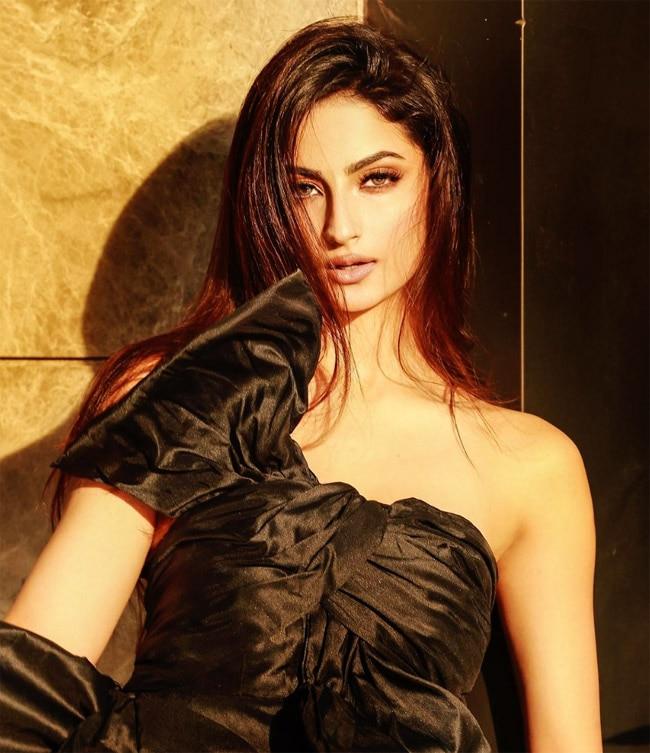 Palak Tiwari Exodes Hotness in Dramatic Black Dress