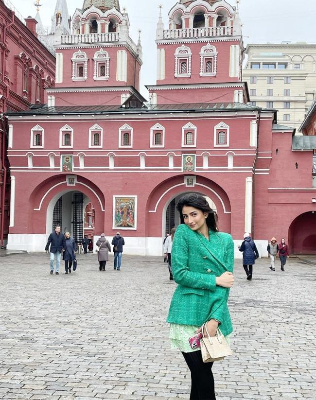 Palak Tiwari looks drop dead gorgeous in a green coat