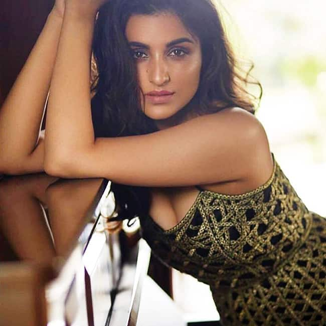 Parineeti chopra looks hell hot in this picture