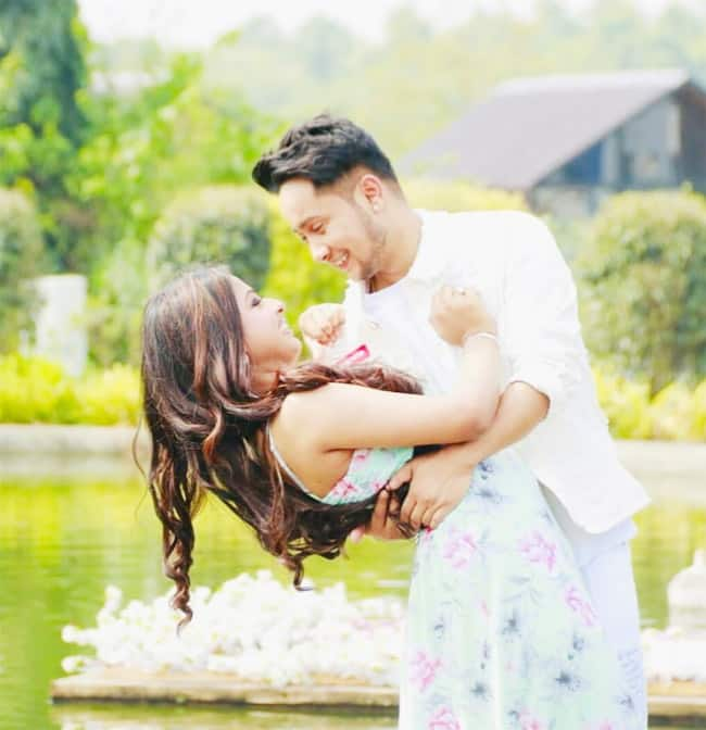 Pawandeep Rajan and Arunita Kanjilal romance each other in new music video