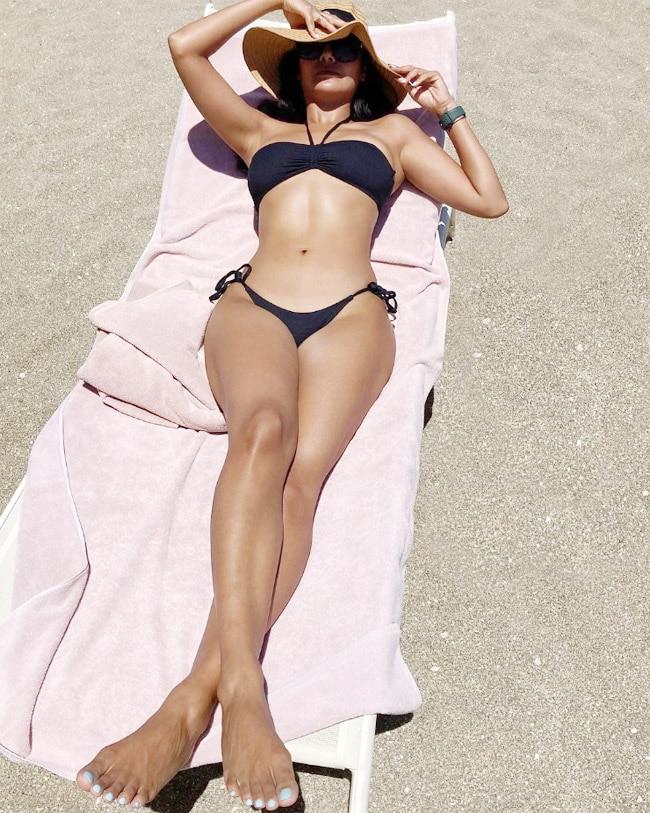 PHOTOS  Esha Gupta Look Hotand Sexy in Black Bikini