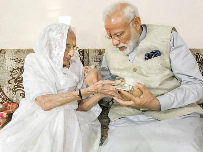 PM Modi Receives Blessings From Mother