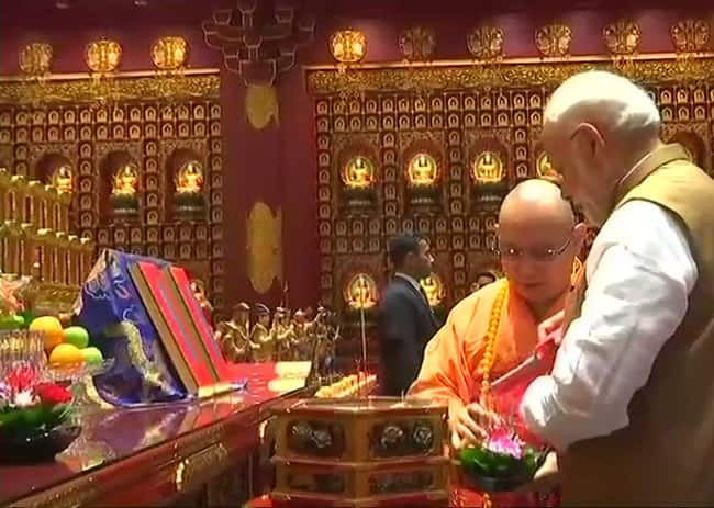 PM Narendra Modi visited the Buddha Tooth Relic Temple and Museum in Singapore