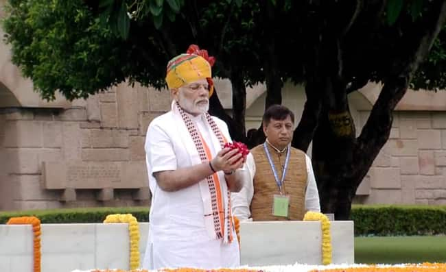 PM Pays Homage to Father of Nation