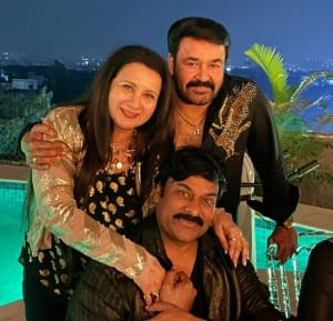 Poonam Dhillon Along With Other Celebrities Appears in Black and Gold For 80s Stars' Reunion Hosted by Chiranjeevi