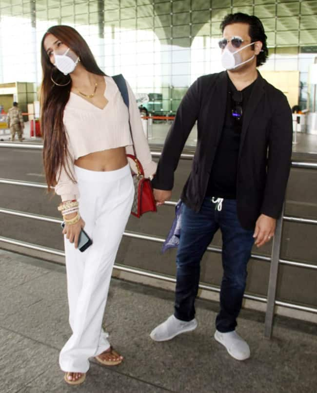 Poonam Pandey and Sam wear masks to protect themselves from COVID