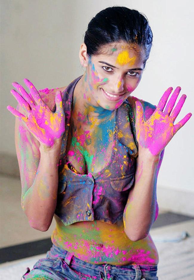 Poonam Pandey sexy holi look