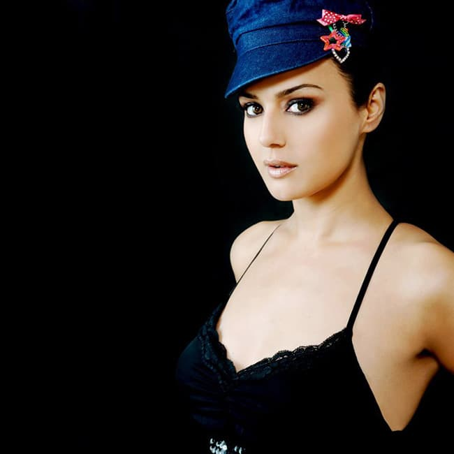 Preity Zinta Poses Sultry In A Bold Shoot-5115