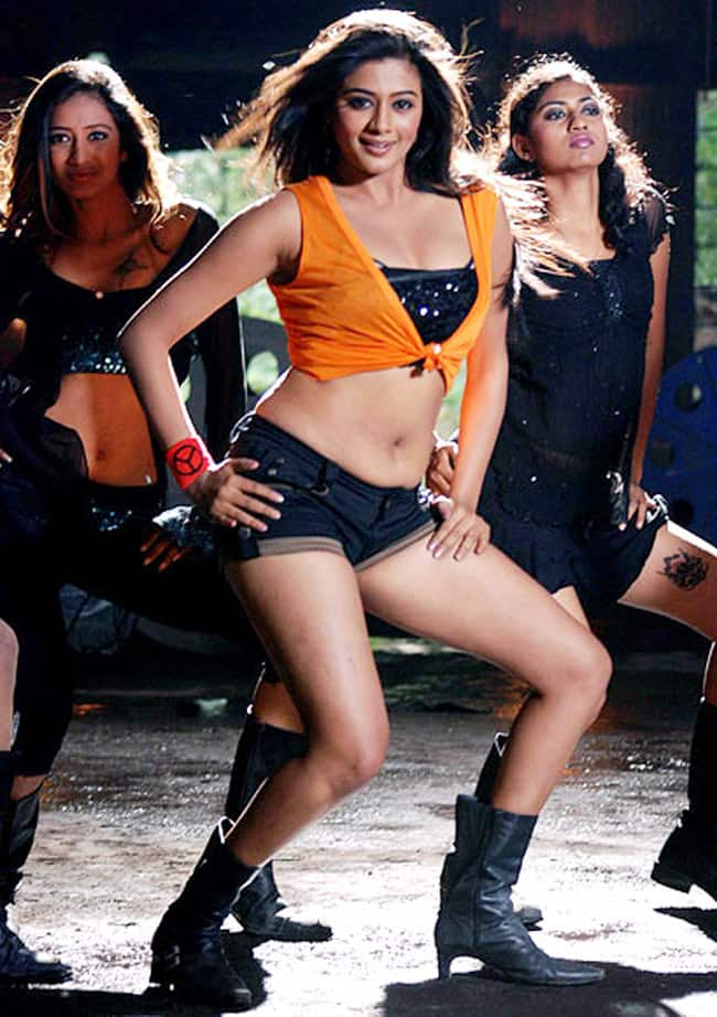 Priyamani Flaunts Her Perfect Curves in Sexy Crop Top And Hot Pants