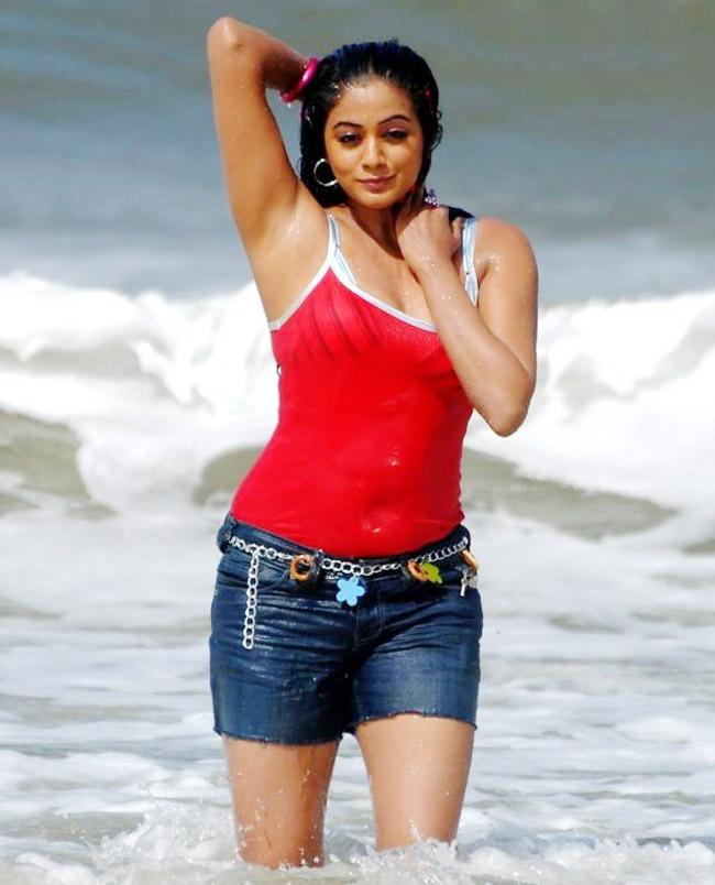 Priyamani Looks Sizzling Hot