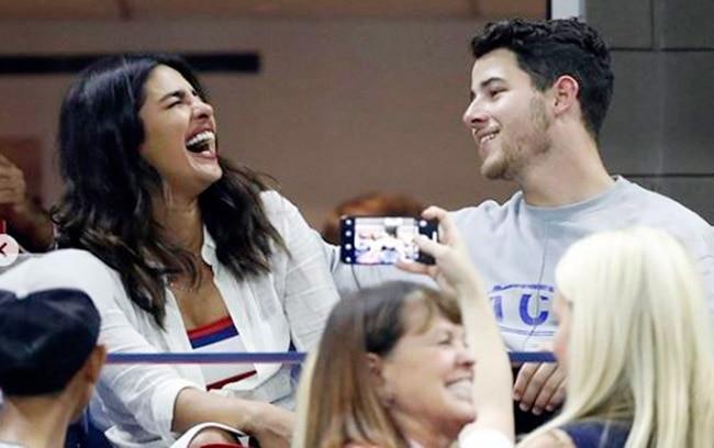Priyanka Chopra And Nick Jonas Enjoy Double Date With Joe Jonas And Sophie Turner