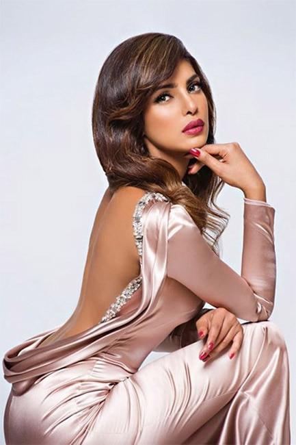 Priyanka Chopra flaunts her sexy back