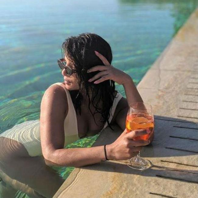 Priyanka Chopra Looks Hot And Sexy