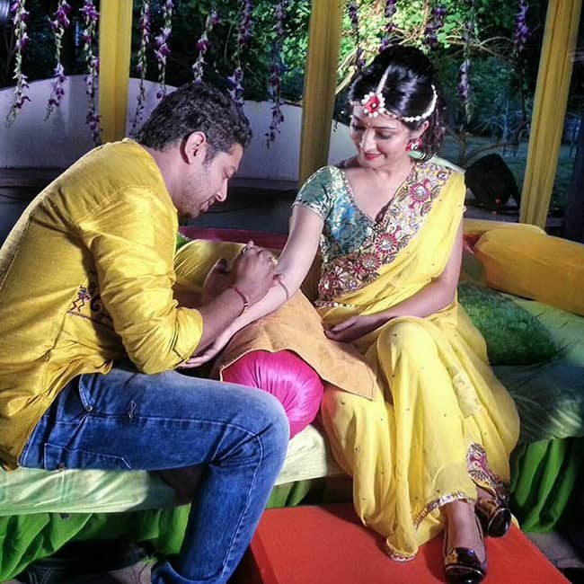 Rabdhika Pandit getting her hands painted with henna prior to wedding