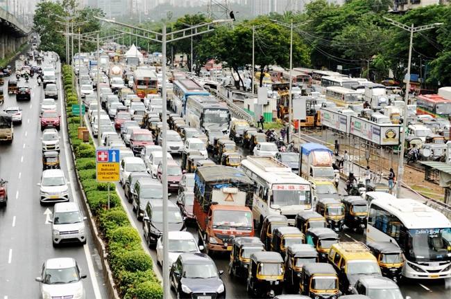 Rain causes traffic snarls  commuters wade through waterlogged streets