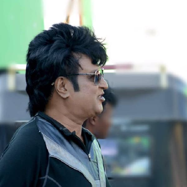 Rajinikanth snapped in his Robot look on sets