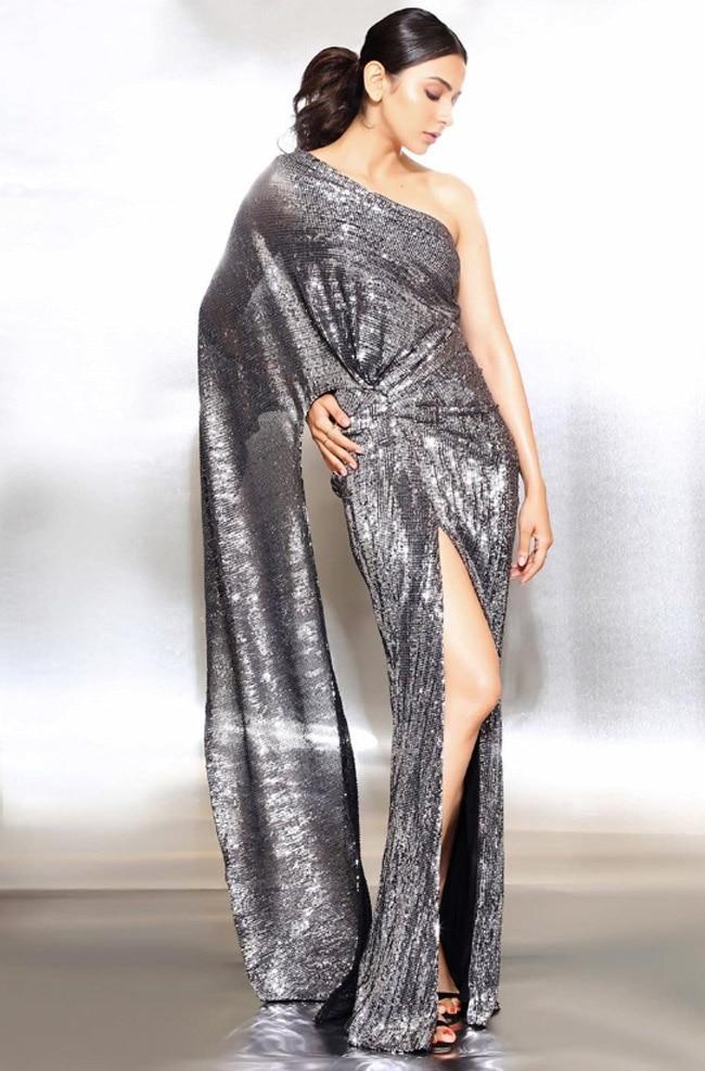 Rakul Preet Singh Flaunts Her Enviable Figure