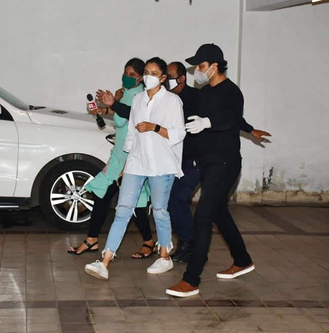 Rakul Preet Singh spotted outside her residence a before her questioning by the NCB