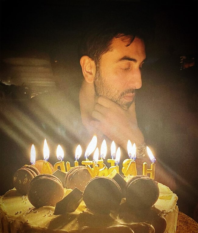 Ranbir Kapoor Flaunts Her Smile as He Cuts The Cake