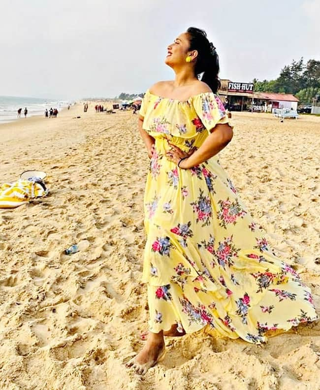 Rani Chatterjee Vacays With Family In Goa