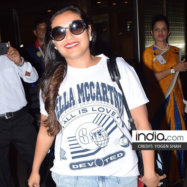 Rani Mukherji in white t shirt at Mumbai airport