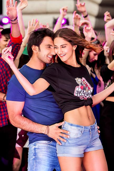 Ranveer Singh and Vani Kapoor are too hot to handle in this new still from Befikre