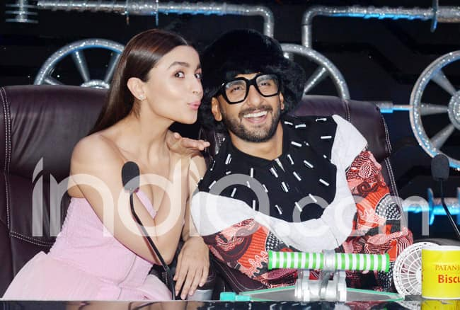 Ranveer Singh Wears a Quirky Outfit Once Again as he Promotes The Film With Alia Bhatt