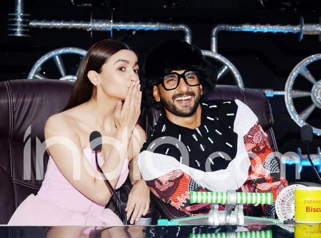 Ranveer Singh s Quirky Outfit Grabs The Limelight as He Promotes Gully Boy With Alia Bhatt