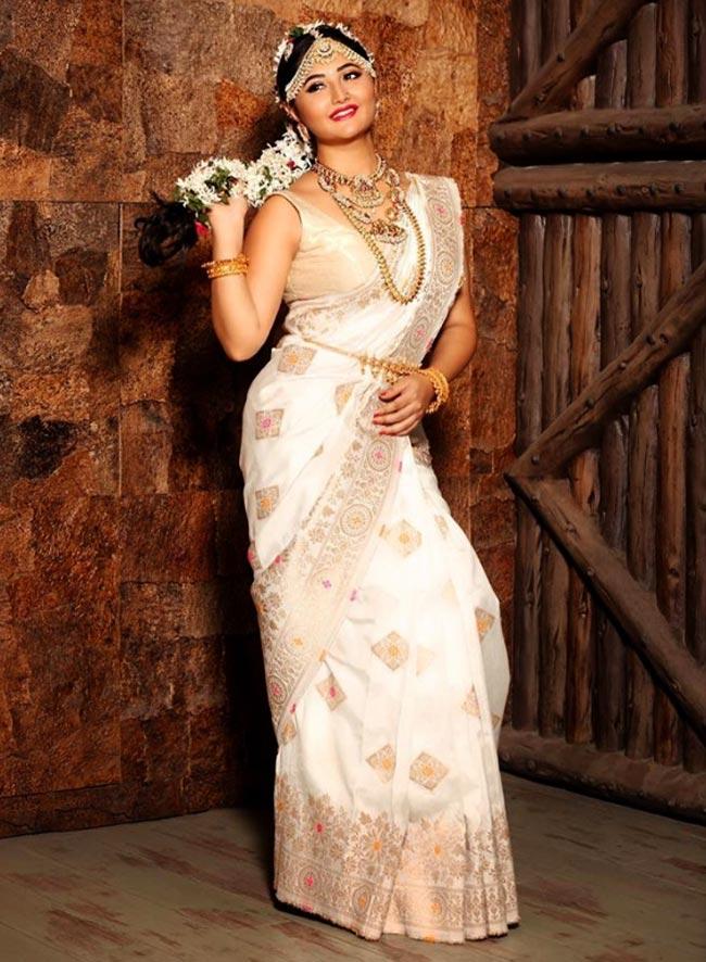 Rashami Desai Looks Drop Dead Gorgeous as South Indian Bride