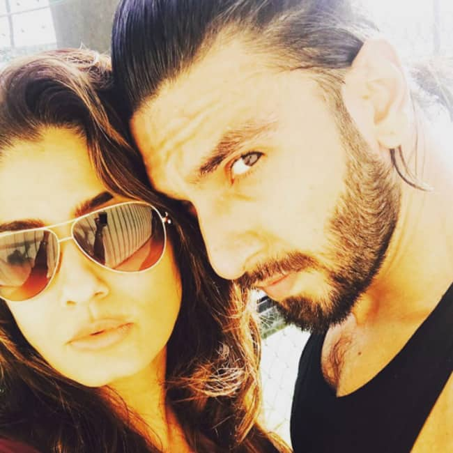 Raveena Tondon shares a picture with Ranveer Singh