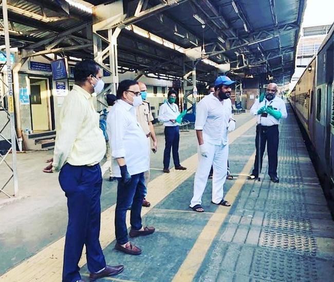 Ravi Kishan helps migrant workers