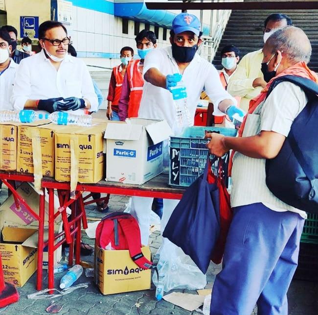 Ravi Kishan reaches railway station to help workers amid COVID 19