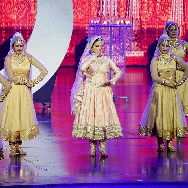 Rekha s Mesmerising Performance at IIFA 2018