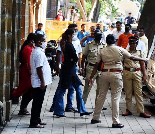 Rhea Chakraborty Arrest  NCB to Seek For 14 Day Judicial Custody