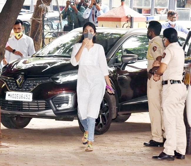 Rhea Chakraborty clicked at a Mumbai Police station after bail