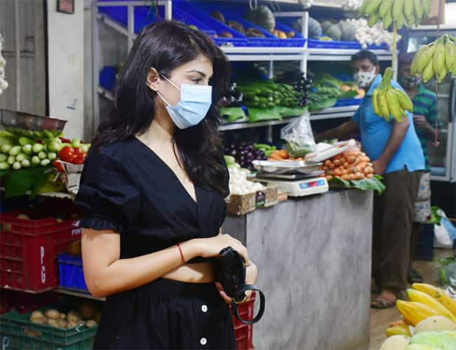 Rhea Chakraborty in no makeup look  goes for shopping vegetables