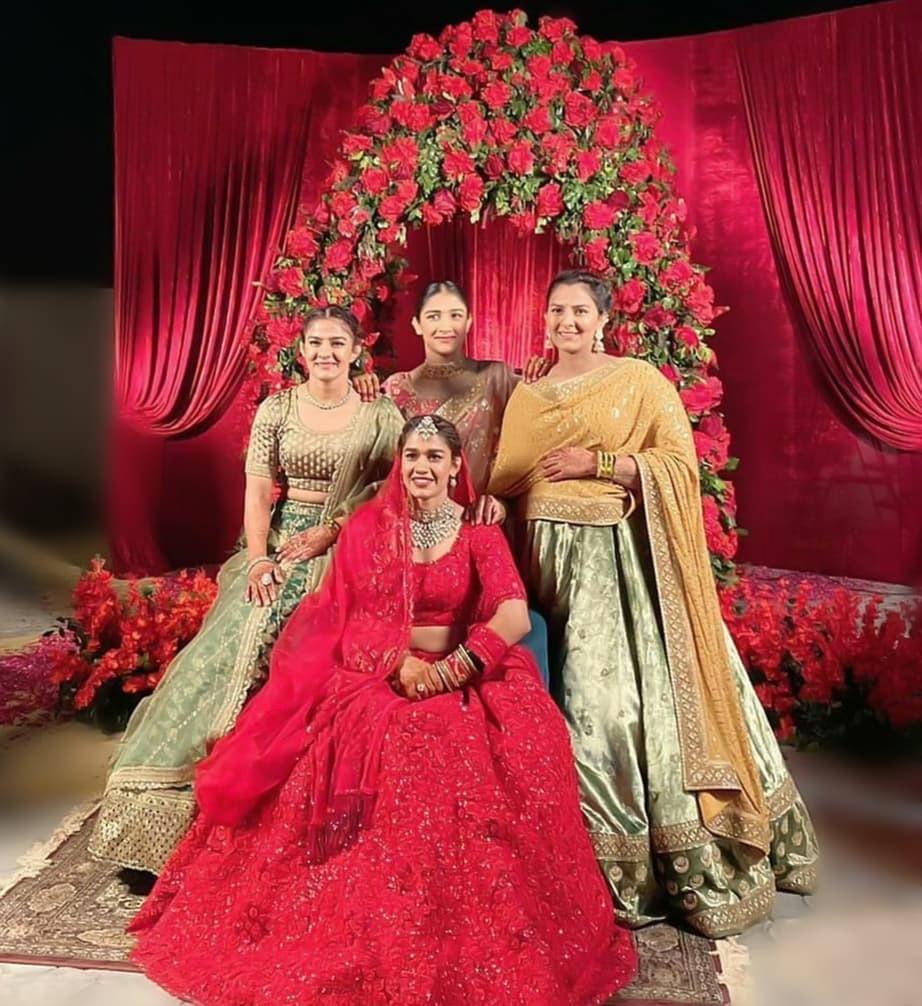 Ritu  Sangeeta and Geeta with the bride Babita Kumari Phogat