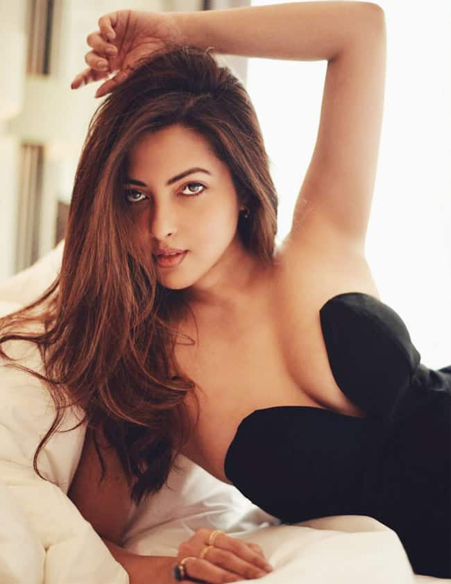 Riya Sen shares throwback hot and sizzling pictures from old photoshoot