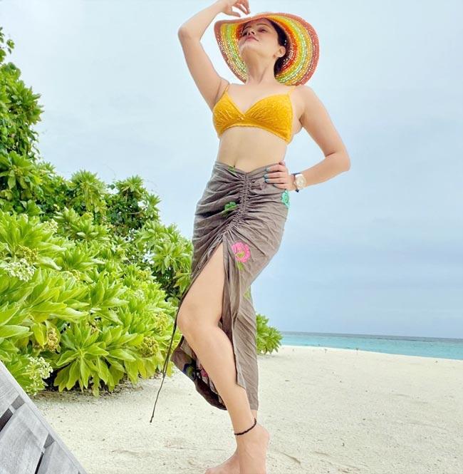 Rubina flaunts her toned midriff and sexy curves in bikini