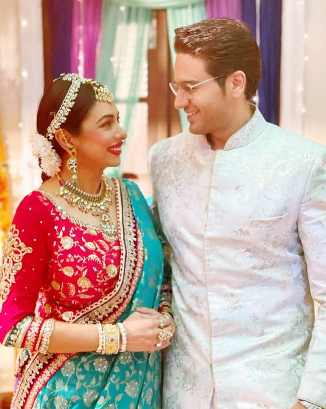 Rupali Ganguly asks fans to decide suitable hashtag for Anupamaa and Anuj