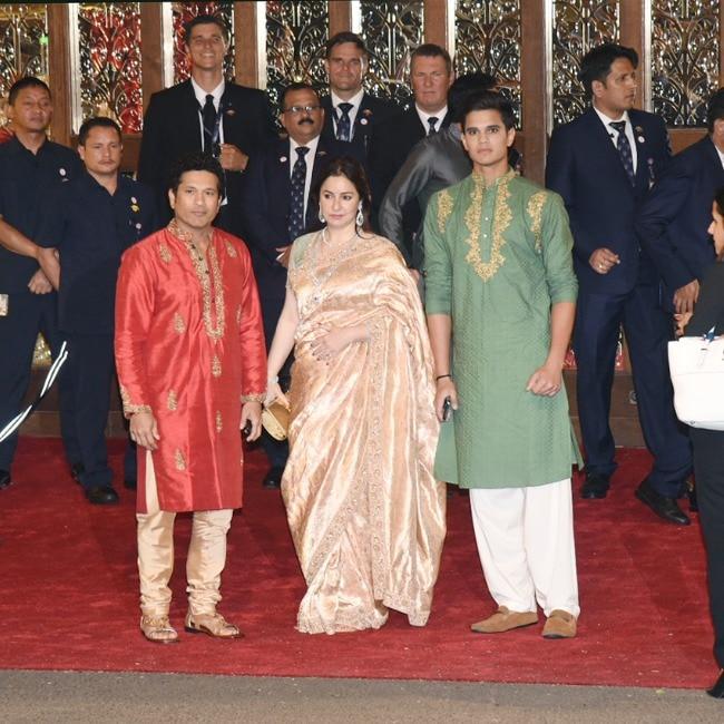 Sachin Tendulkar along with his family