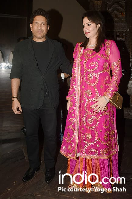 Sachin Tendulkar with wife Anjali at Zareen Khan and Sagarika Ghatge   s wedding party