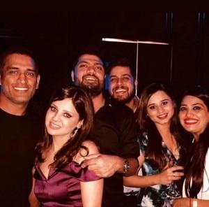 Sakshi Dhoni Celebrates Birthday With Husband Mahendra Singh Dhoni And Friends