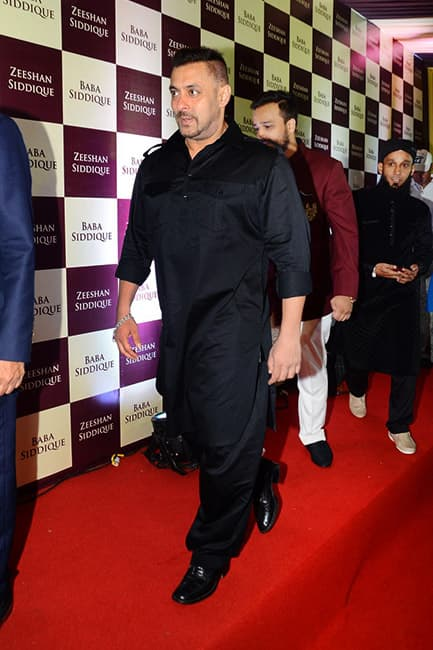 Salman Khan at Baba Siddiqui   s Iftaar party