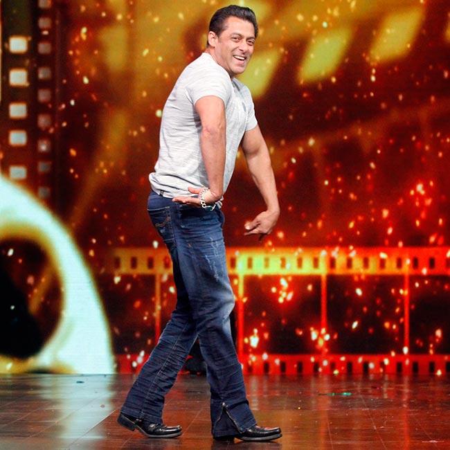 Salman Khan dancing on the sets of DID