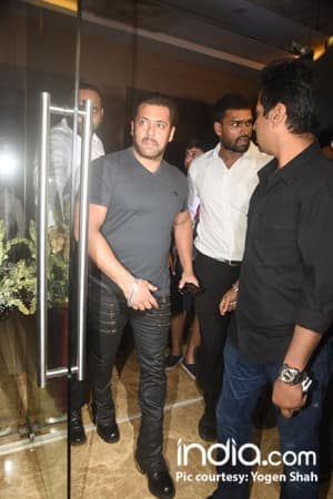 From Salman Khan to new mommy Soha Ali Khan, Ramesh Taurani's Diwali bash was studded with A listers of Bollywood!