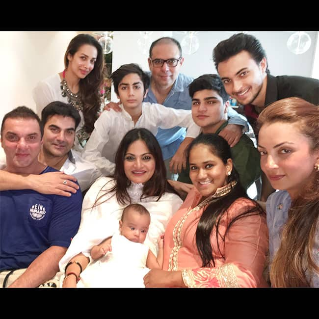Salman Khan Playing With Nephew Ahil During Iulia Vantur S Birthday