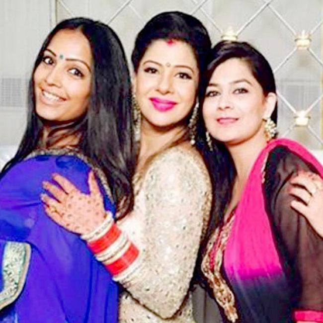 Sambhavna Seth having fun with her friends at her wedding reception